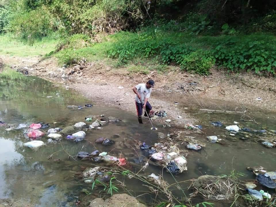 Bersihkan Sungai, Seorang Diri